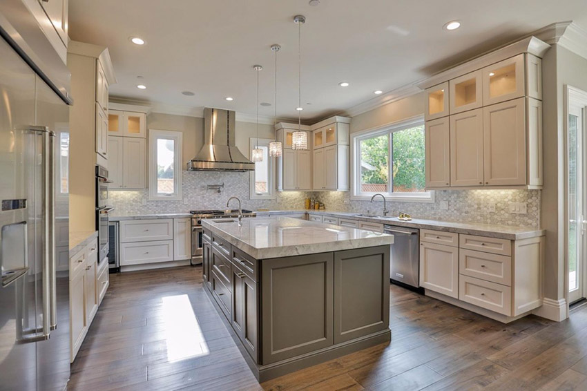 https://www.stonecabinetworks.com/wp-content/uploads/2020/08/u-shaped-luxury-kitchen-with-marble-countertops.jpg