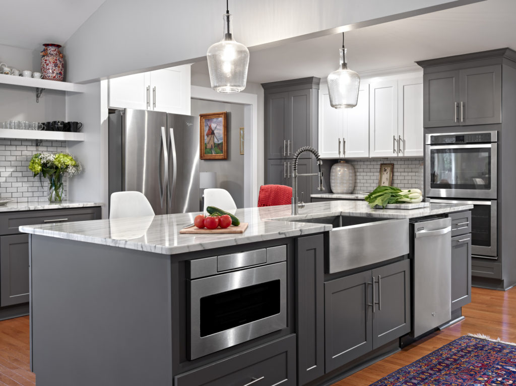 https://www.stonecabinetworks.com/wp-content/uploads/2021/05/SCW-White-and-Grey-Shaker-Kitchen.jpg